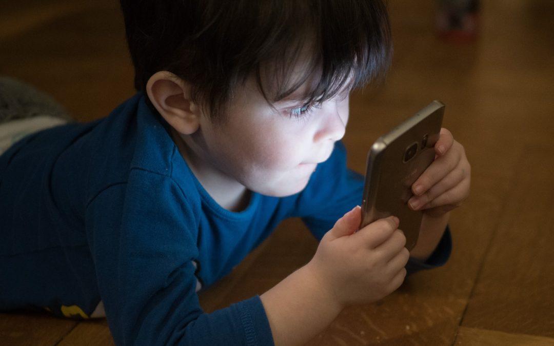Enfants, ados & écrans : trouver le bon dosage
